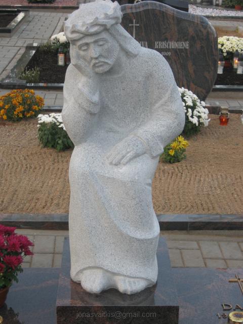 """Pilko granito paminklas """"Rūpintojėlis"""""""