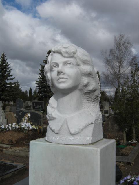 Balto marmuro paminklas